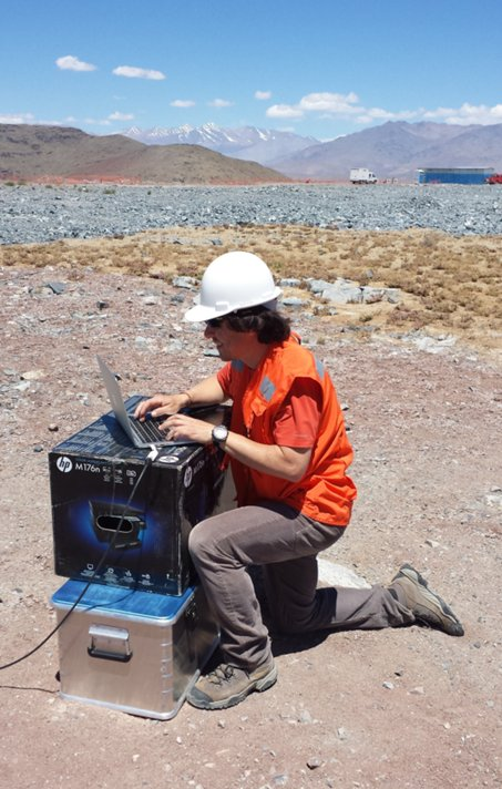 José Soto from GMTO setting up the test of the laser scintillometer at cerro Las Campanas.